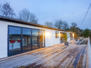 RAMSTORLAND WOODLAND VIEW barn conversion, open plan, WiFi, scenic views, Stoodleigh, Ref 952314
