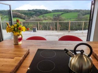 RAMSTORLAND WOODLAND VIEW barn conversion, open plan, WiFi, scenic views
