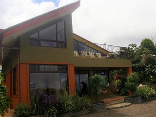 2 Story Casita, Spectacular Views, Central to Costa Rica Sites, Private Chef, San Ramon