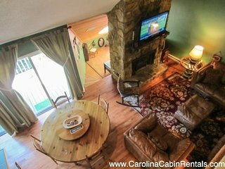 3BR Condo, Beautifully Remodeled, Walking From the Slopes, Foosball Table, Flat, Beech Mountain