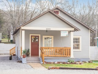 Blue Bungalow at the foot of Lookout Mountain., Chattanooga
