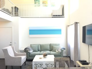 Close to BEACH and Promenade! Santa Monica Beach-Modern 2 Bed/2 Bath + Loft