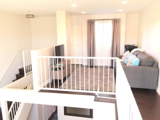 Close to BEACH and Promenade! NEW-Santa Monica Beach-Modern 2 Bed/2 Bath + Loft