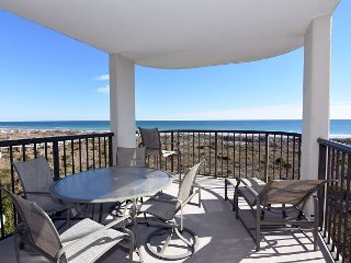 DR 1309 -  Getaway to this oceanfront condo with pool and direct beach access