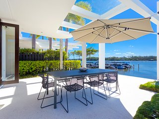 Unit 7 Hilton Park Noosaville Absolute Waterfront Apartment