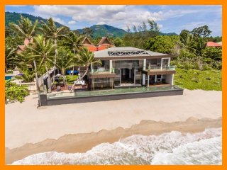 3212 - Beachfront with private pool and sunset views