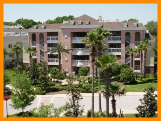 Reunion Resort 709 - Luxury condo with free access to communal pool near Disney
