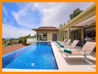 4224 - Infinity edge pool and panoramic seaviews