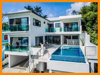 4225 - Infinity edge pool and panoramic seaviews