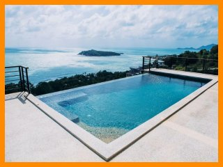 3233 - Infinity edge pool and panoramic seaviews