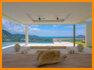 4218 - Unique and stylish with infinity pool and seaviews