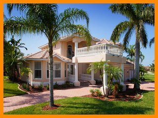 Amazing luxury villa-6 bedrooms-Pool-Circular driveway-Boat dock-Spectacular views-Pet friendly, Cape Coral