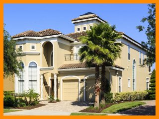 Luxury 5 bed home just minutes from Disney, Games room, golf views, pool and spa, Reunion