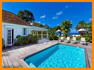 Fantastic 4 Bed Beachfront Villa with Pool, Gibbes