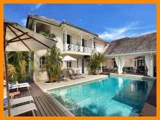 Luxury 6 Bed Villa - Private Pool, Tropical Garden, Sunset Crest