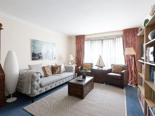 BELGRAVIA / CHELSEA 2 bed 2 bath apartment with Porter