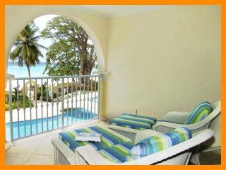Sapphire Beach 114 - Modern condo with communal pool and beach access