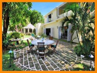Luxury 3 Bed Beachfront Home - 2 Acre Gardens, Gibbes