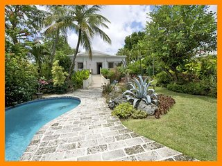 Senderlea - Modern villa with private pool and direct beach access