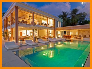 The Garden 1 - Beachfront villa with infinity pool, media room and fully staffed