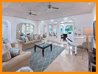 Paynes Bay 16 - Beachfront condo with sea view, beach service and communal pool