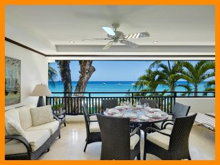 Luxury Apartment with Sea View Terrace, Jacuzzi, Paynes Bay