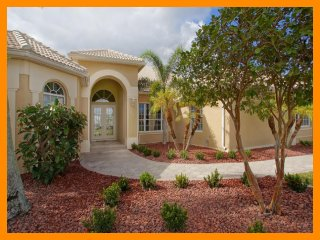 Cape Coral 43 - 5 Star waterfront villa with a private pool and boat dock