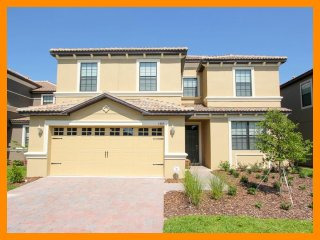 Professionally decorated- Stunning 6 bedroom vacation rental, Championsgate- Pool- Games Room, Loughman