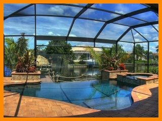 Cape Coral 13 - Luxury waterfront villa with a private pool and boat dock