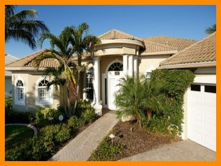 Cape Coral 18 - Waterfront villa with infinity-style pool and boat dock