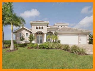 Cape Coral 135 - Superior waterfront villa with a private pool and boat dock