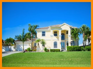 Sail boat access-Large pool-Luxury 4 bedroom vacation rental-Situated on canal-Gorgeous views, Matlacha
