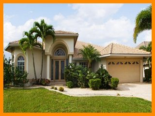 Cape Coral 28 - Luxury waterfront villa with a private pool and boat dock