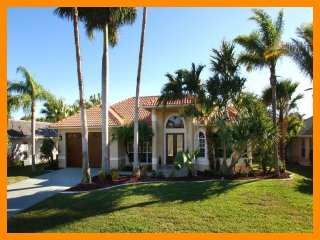 Cape Coral 29 - 5 Star waterfront villa with a private pool and boat dock