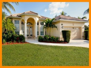 Cape Coral 32 - Superior waterfront villa with a private pool and boat dock