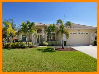 Cape Coral 38 - Luxury waterfront villa with a private pool and boat dock