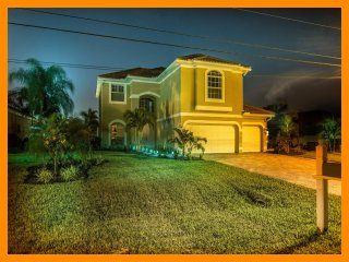 Luxury 4 Bed Waterfront Home with Private Pool, Cape Coral
