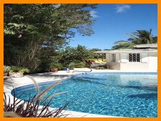 Stunning 3 Bed Home with Private Pool, Full Staff, Gibbes