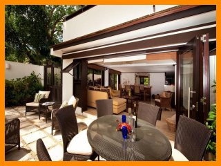 Luxury 2 Bed Beachfront Villa - Golf Nearby, Paynes Bay