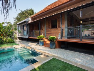 Villa KAMBOJA A, stylish villa with private pool