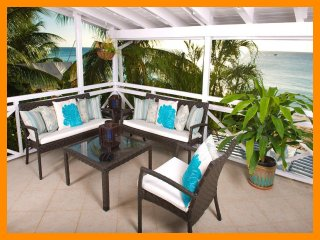 Luxury 2 Bedroom Beachfront Apartment, Paynes Bay