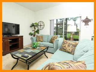 Stunning Family Condo - Just 1.5 Miles to Disney, Celebration