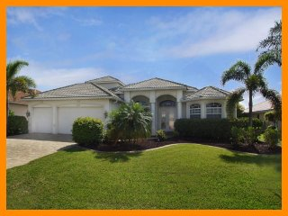 Luxury 4 Bed Villa with Private Boat Dock, Cape Coral