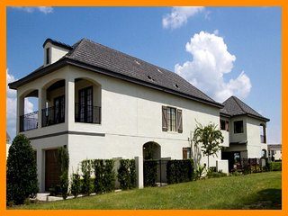 Luxury 6 Bed Family Home with Private Pool, WiFi, Intercession City