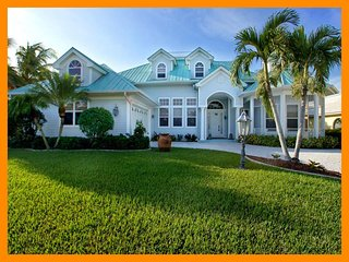 Cape Coral 50 - 5 Star waterfront villa with a private pool and boat dock