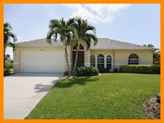 Luxury 3 Bedroom Home with Private Pool, Cape Coral