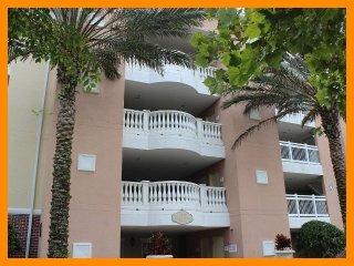 Reunion Resort 851 - Luxury condo with free access to communal pool near Disney