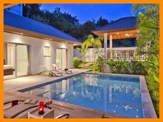 3157 - Walk to beach swim play drink eat sleep walk to villa jump in pool
