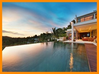 4085 - Unique and stylish with infinity pool and seaviews