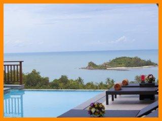 5073 - Walk to beach swim play drink eat sleep walk to villa jump in pool